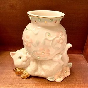 Lenox Accents - Lenox Petals and Pearls Cat bud vase with flowers
